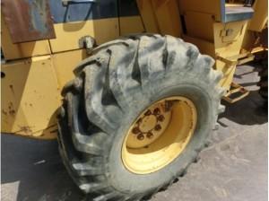 コマツ WA70-1 タイヤ