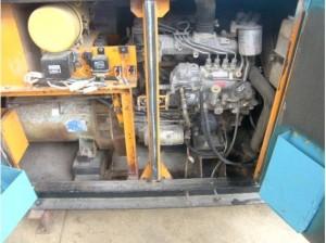 デンヨー DCA-25SPTⅡ エンジンルーム