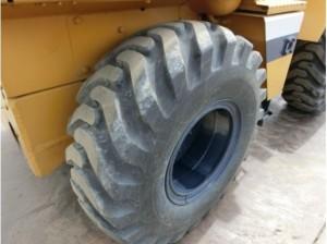 コマツ WA30-2 タイヤ